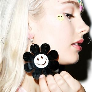 "✨2/$25✨NWT EARRINGS - ""SMILING SUNFLOWERS B/W"""